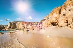 Sandsteinklippen nahe Albufeira, Süd-Portugal Stockfotografie