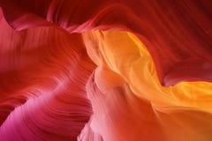 Sandsten buktar i antilopkanjon Arkivbild