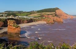 Sandsten vaggar stranden Devon England UK som för den buntLadram fjärden lokaliseras mellan Budleigh Salterton och Sidmouth och p Royaltyfri Fotografi