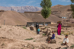 Sandstenklipporna av Afghanistans bamiyan landskap Royaltyfria Bilder