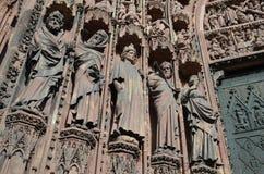 Sandstenskulpturer på domkyrkan av Strasbourg Royaltyfri Foto