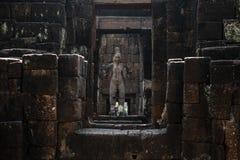 Sandstenstaty av den forntida thai slotten eller Prasat Muang Singh I Royaltyfri Foto