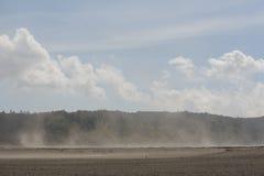 Sandstorm i öken på det Bromo berget Java, Indonesien royaltyfria foton