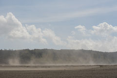 Sandsturm in der Wüste an Bromo-Berg Java, Indonesien lizenzfreie stockfotos