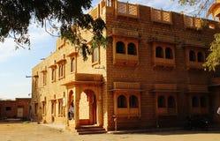 Sandtone de oro de la arquitectura real de Rajasthán del vintage Imagen de archivo