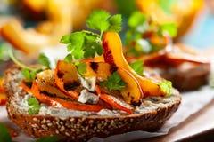 Sanduíche com abóbora grelhada Imagens de Stock