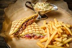 Sanduíche com fritadas Imagem de Stock Royalty Free