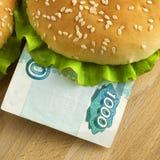 Sanduíche com mil contas do rublo de russo Fotografia de Stock