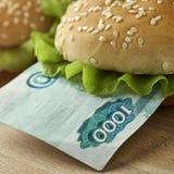 Sanduíche com mil contas do rublo de russo Fotografia de Stock Royalty Free