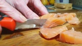 Sanduíche com o luxuoso superior do marisco vermelho do baguette da colher da fatia comer do caviar filme