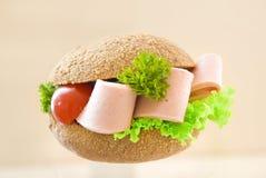 Sanduíche com pão marrom Fotos de Stock