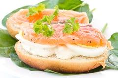 Sanduíche com peixes vermelhos fotografia de stock