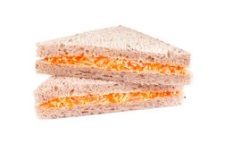 Sanduíche com salada da vara do caranguejo no branco foto de stock