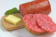Sanduíche com salame, manteiga e pepinos fotos de stock
