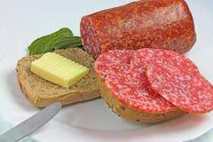 Sanduíche com salame, manteiga e pepinos Imagens de Stock