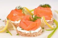 Sanduíche com salmão fumado Imagens de Stock Royalty Free