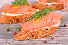 Sanduíche com salmão fumado Foto de Stock Royalty Free