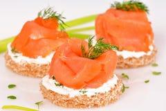 Sanduíche com salmões fumados Imagem de Stock