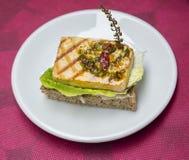 Sanduíche com tofu grelhado imagem de stock royalty free