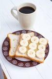 Sanduíche cortado da banana com xícara de café Fotos de Stock Royalty Free