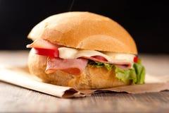 Sanduíche cortado do presunto e do queijo Fotografia de Stock Royalty Free