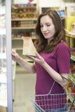 Sanduíche de compra da mulher do supermercado fotos de stock royalty free