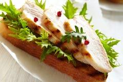 Sanduíche de galinha Fotos de Stock Royalty Free