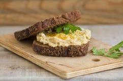 Sanduíche de Hummus com pão integral inteiro Fotografia de Stock Royalty Free
