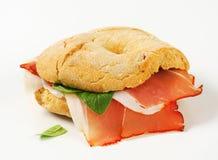 sanduíche de presunto Seco-curado imagem de stock