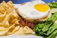 Sanduíche de tartare boeuf angus Fotos de Stock Royalty Free