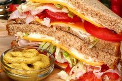 Sanduíche de turquia na cozinha imagens de stock