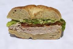 Sanduíche do Bagel com peito, alface e tomate de peru Imagem de Stock Royalty Free