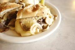 Sanduíche do bife e do queijo Fotos de Stock Royalty Free