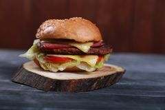Sanduíche do bife hamburguês com batata Imagem de Stock Royalty Free