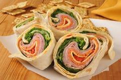 Sanduíche do envoltório com carnes italianas Fotos de Stock