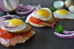 Sanduíche do ovo de codorniz Fotografia de Stock