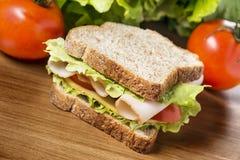 Sanduíche do peito de frango Fotografia de Stock Royalty Free