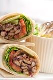 Sanduíche do rolo do envoltório do pão árabe da galinha do shawarma de Kafta Imagem de Stock