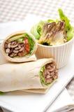 Sanduíche do rolo do envoltório do pão árabe da galinha do shawarma de Kafta fotografia de stock
