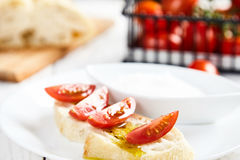 Sanduíche do vegetariano com azeite, tomate de cereja Imagem de Stock