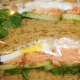 Sanduíche dos salmões e dos ovos foto de stock