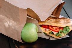 Sanduíche e maçã de Ciabatta Fotografia de Stock