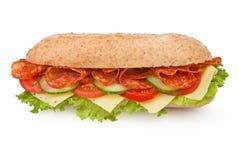 Sanduíche fresco do salami do supermercado fino-estilo isolado no branco Imagens de Stock Royalty Free