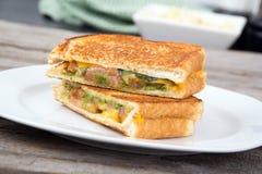 Sanduíche grelhado tomate do queijo do Pesto fotos de stock