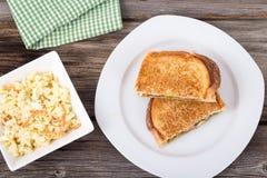 Sanduíche grelhado tomate do queijo do Pesto imagem de stock royalty free