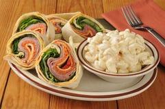 Sanduíche italiano do envoltório com salada de macarrão Imagem de Stock Royalty Free