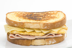 Sanduíche saboroso da omeleta do presunto e do queijo Imagem de Stock