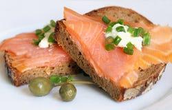 Sanduíche Salmon fumado Fotografia de Stock Royalty Free