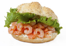 Sanduíche saudável do camarão com queijo de creme foto de stock royalty free