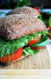 Sanduíche saudável do pão de centeio com tomate Imagem de Stock